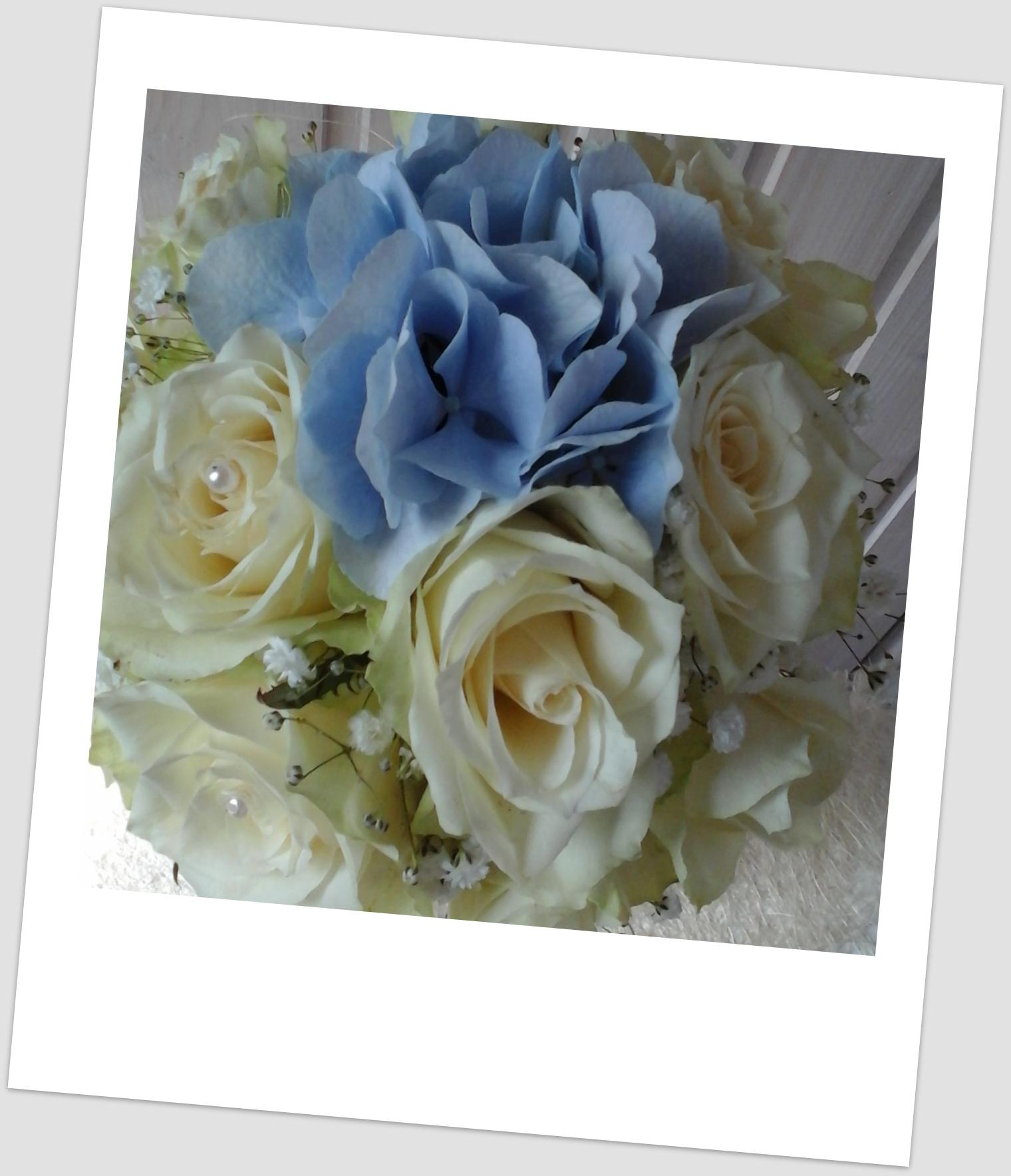 864482dbbf3 Pruutneitsi kimp rooside ja hortensiatega – Vilgo Lilled